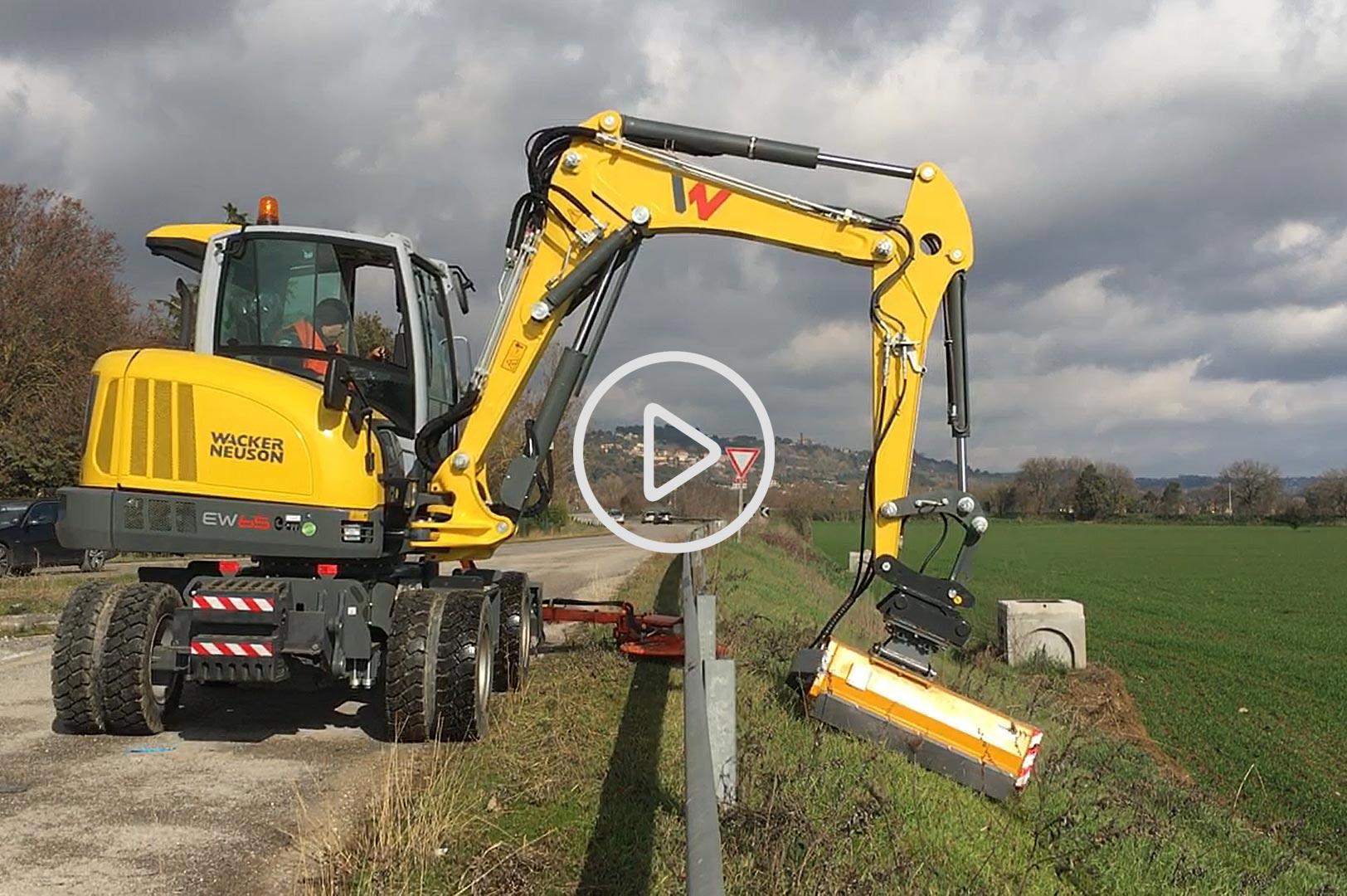 escavatore gommato wacker-neuson-ew65 manutenzione stradale